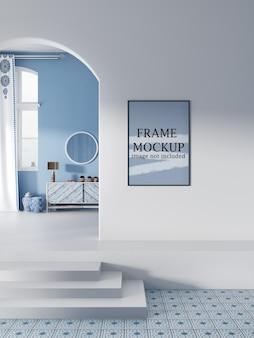 Mockup voor posterframe in interieur in cycladische stijl