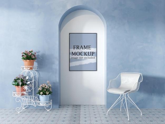 Mockup voor posterframe in interieur in mediterrane stijl