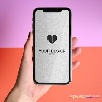 Mockup voor telefoon met bewerkbare kleur achtergrond