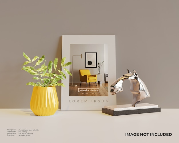 Mockup voor tijdschriften met beeldhouwwerk van bloemen en paardenhoofd