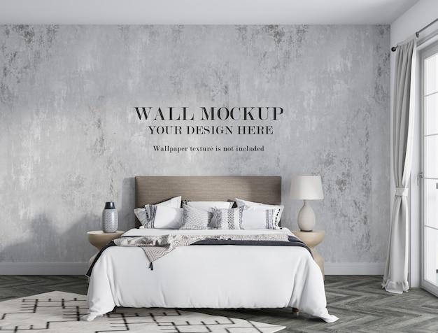 Mockupmuur achter modern bed met minimalistisch meubilair