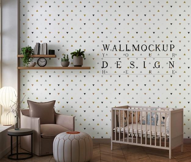 Mockupmuur in moderne babyslaapkamer met fauteuil en poef