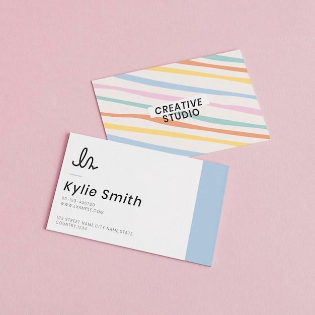 Mockups de tarjetas de visita editables psd en lindo patrón pastel
