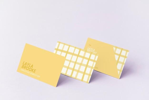 Mockups voor visitekaartjes in schattig pastelpatroon