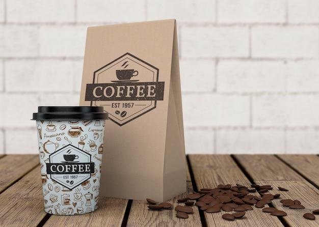 Model met koffietas