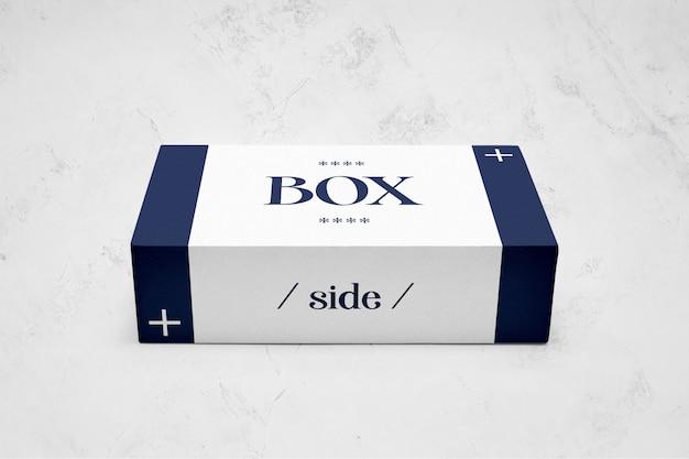 Model mockup met rechthoekige verpakking