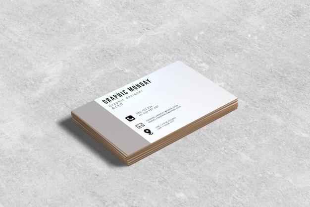 Modello del biglietto da visita con il fondo del cemento