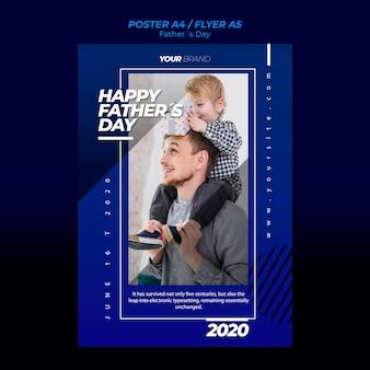 Modello del manifesto di festa del papà con padre e figlio
