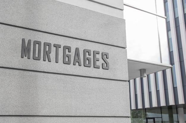Modello del segno di logo 3d sulla facciata della costruzione corporativa