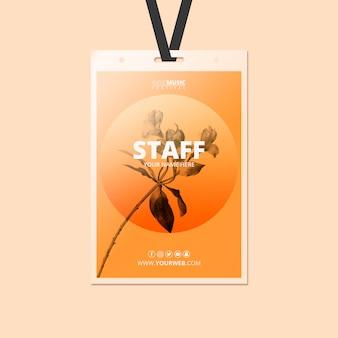 Modello di carta d'identità con il concetto di festival di primavera