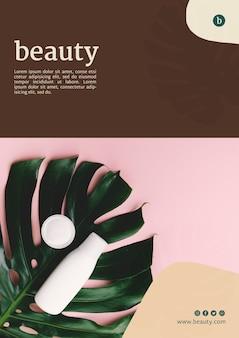 Modello di manifesto di bellezza con prodotti di bellezza
