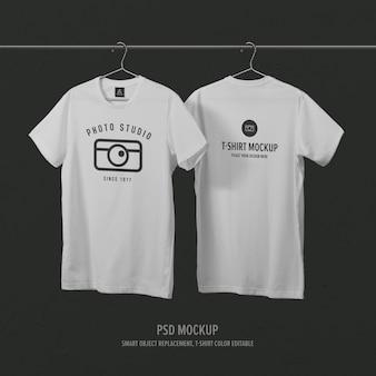 Modello di mockup di t-shirt frontale e posteriore con appendiabiti