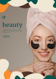 Modello di poster di bellezza con una donna