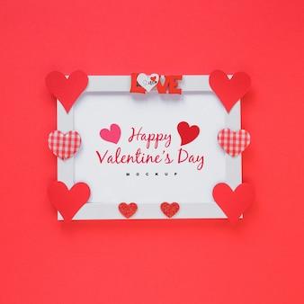 Modello di telaio con composizione di oggetti di san valentino