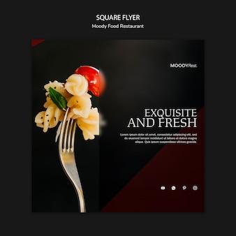 Modello di volantino quadrato ristorante cibo lunatico