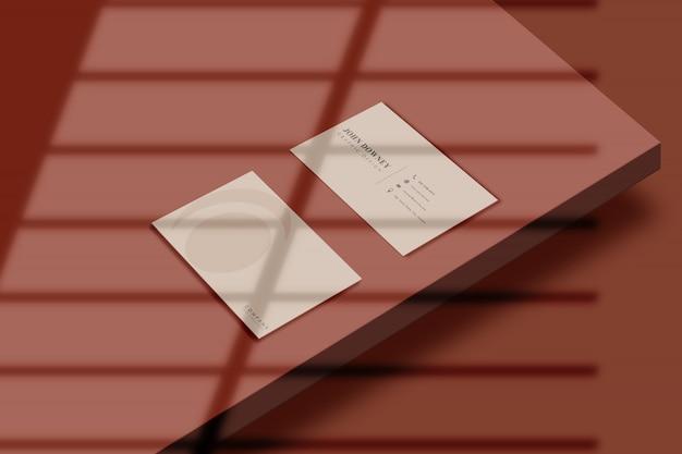 Modello moderno del biglietto da visita con il modello dell'ombra