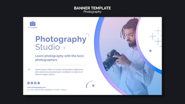 Modello web banner uomo e fotocamera