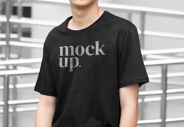 Modelmodel zwart shirt