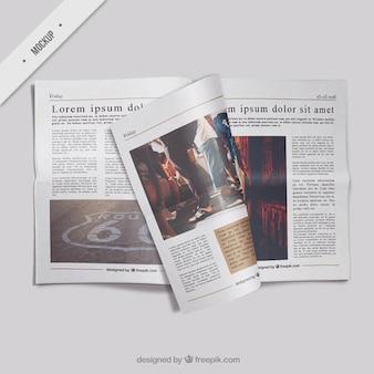 Modelo de periódico abierto con una página doblada