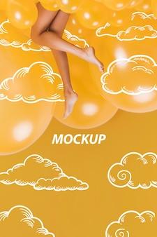 Modelo de piernas en maqueta de nubes amarillas