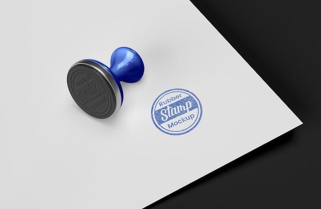 Modelontwerp met rubberen stempelkussenlogo stamp
