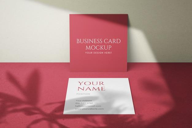 Modern eenvoudig en mooi vierkant visitekaartjesjabloon