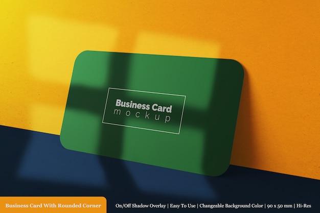 Modern horizontaal zakelijk visitekaartje van 90x50 mm met ronde hoek mock up