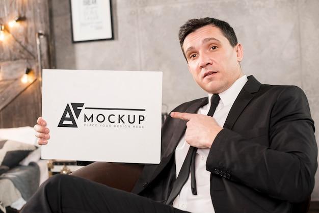 Modern mensenconcept met mock-up