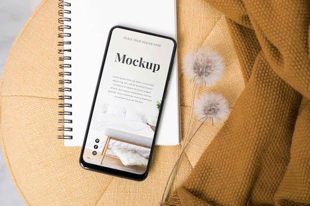 Modern smartphone mock-up arrangement Gratis Psd