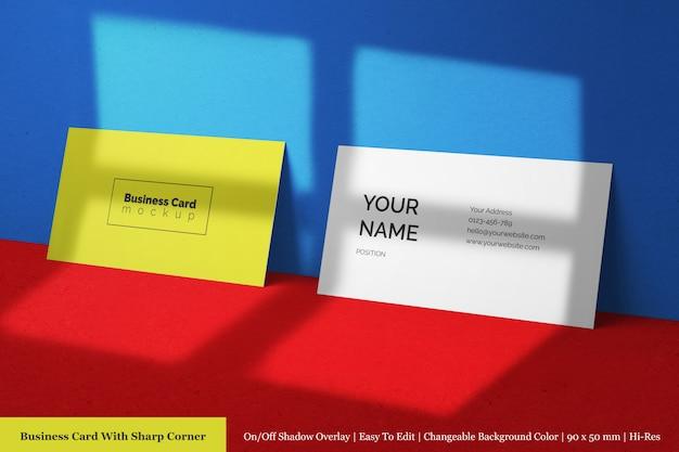 Modern twee horizontaal schoon zakelijk visitekaartje mockup met schaduw overlay