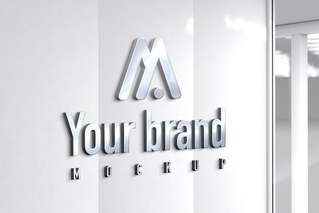 Modern zilveren logo mockup op de muur van het kantoor