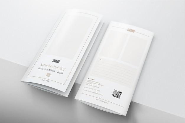 Moderna brochure pieghevole a tre ante