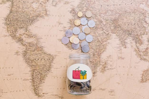 Monete sulla mappa del mondo