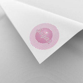 Mooi en eenvoudig gekruld papieren logo mockup