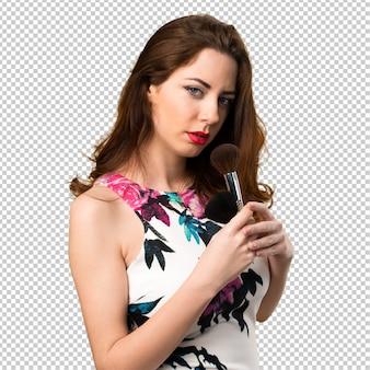 Mooi jong meisje met make-upborstel