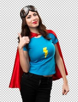 Mooi superheldenmeisje met omhoog duim
