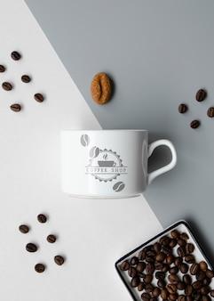 Mug mock-up su sfondo bicolore