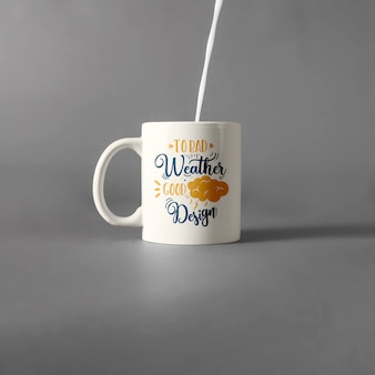Mug mockup con latte