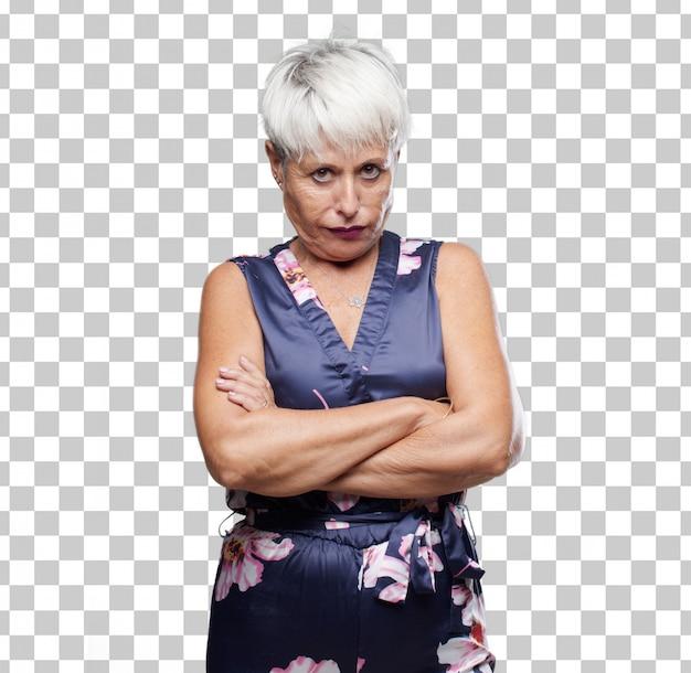 Mujer fresca mayor que parece enojada, infeliz y frustrada