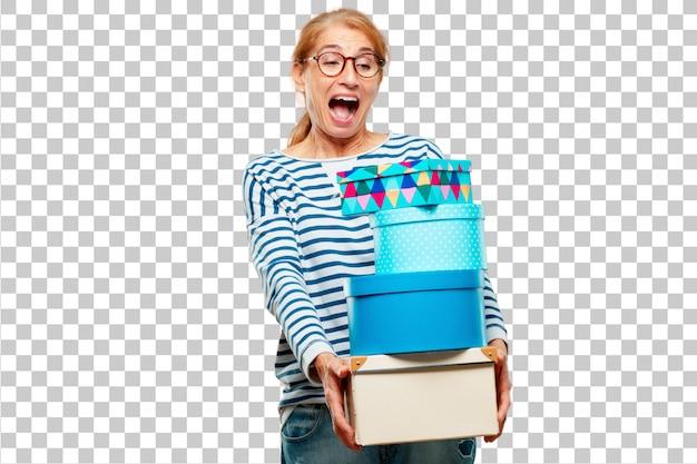 Mujer hermosa mayor con concepto de la caja de regalo