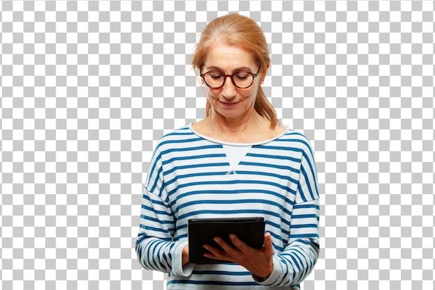 Mujer hermosa mayor con una tableta de pantalla táctil