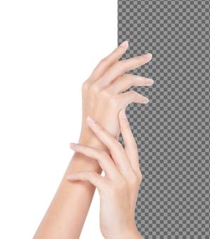 Mujer hermosa talento tacto piel suave aplicar crema de tratamiento humectante, aislado. chica expresa sensación táctil suave piel suave de loción dedos manos, iluminación de estudio fondo blanco psd