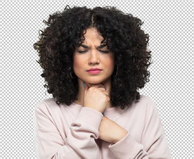 Mujer joven enferma y con dolor de garganta