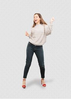 Mujer joven y guapa bailando