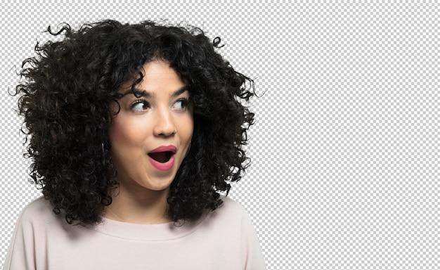 Mujer joven riendo y feliz