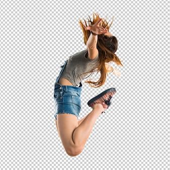 Mujer joven, saltar