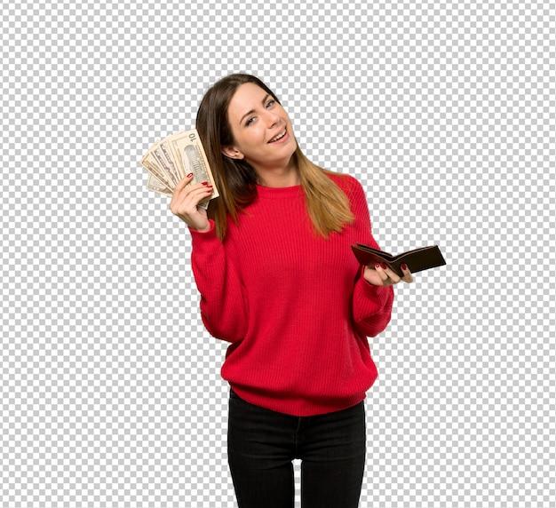 Mujer joven con suéter rojo sosteniendo una billetera
