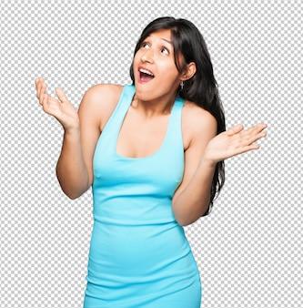 Mujer latina sorprendida