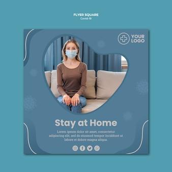 Mujer con máscara coronavirus concepto flyer cuadrado