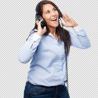 Mujer de negocios genial con auriculares